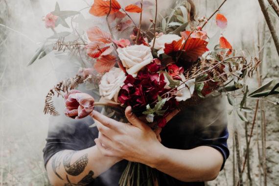 bouquet de fleurs Jeux de fleurs mains toulouse fleuriste