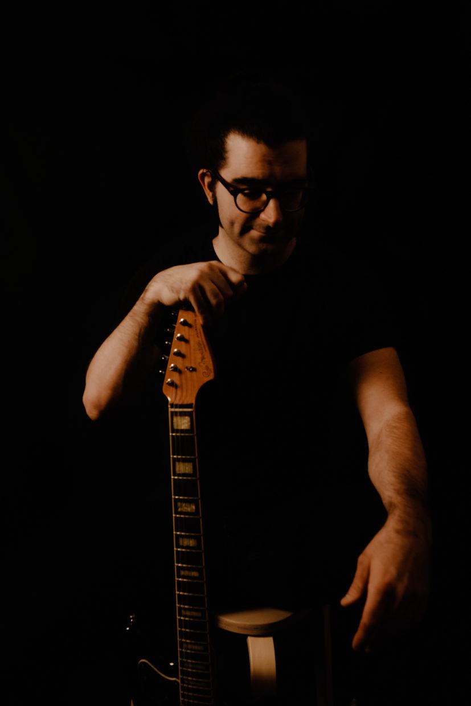 musicien à la jazzmaster