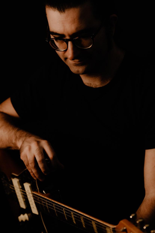 portrait d'un musicien en clairobscur
